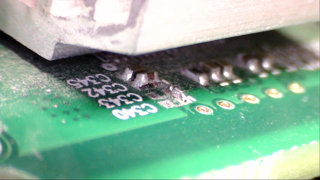 Ablösen von Bauteilen durch Überhitzung, Pads abgerissen